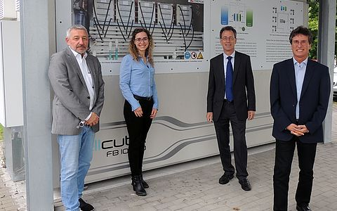 EU project HyFlow group photo in front of redox flow battery